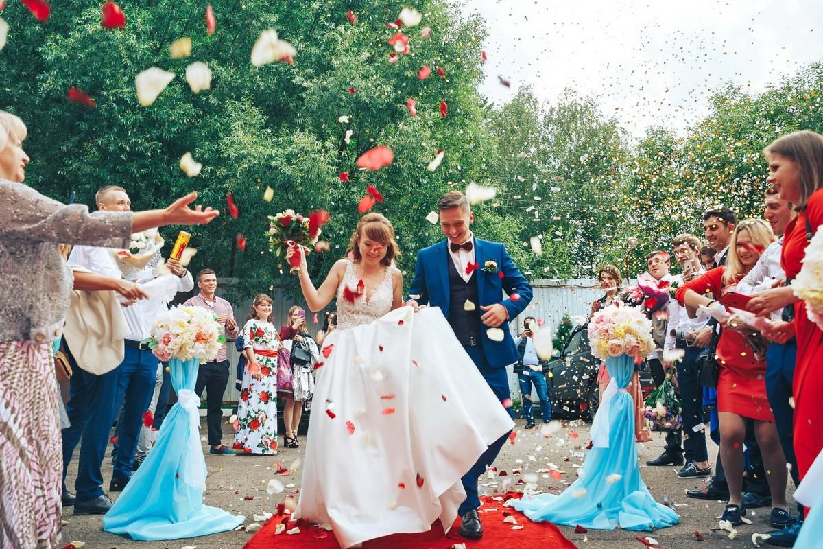 фотограф на свадьбу жених и невеста в ресторан приехали